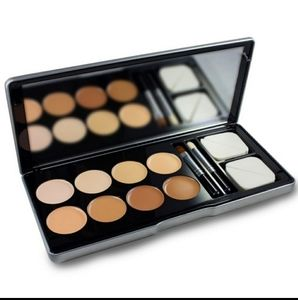 ME Makeover Essentials Conceal Me Kit-New